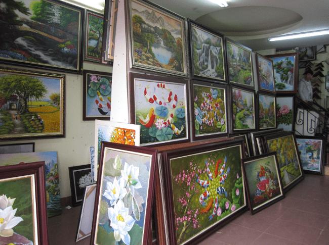 Góc tranh sơn dầu tại điểm bán lẻ tranh Amia