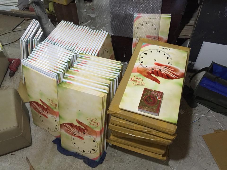 Tranh đồng hồ in PP tại xưởng sản xuất tranh Amia Hà Nội