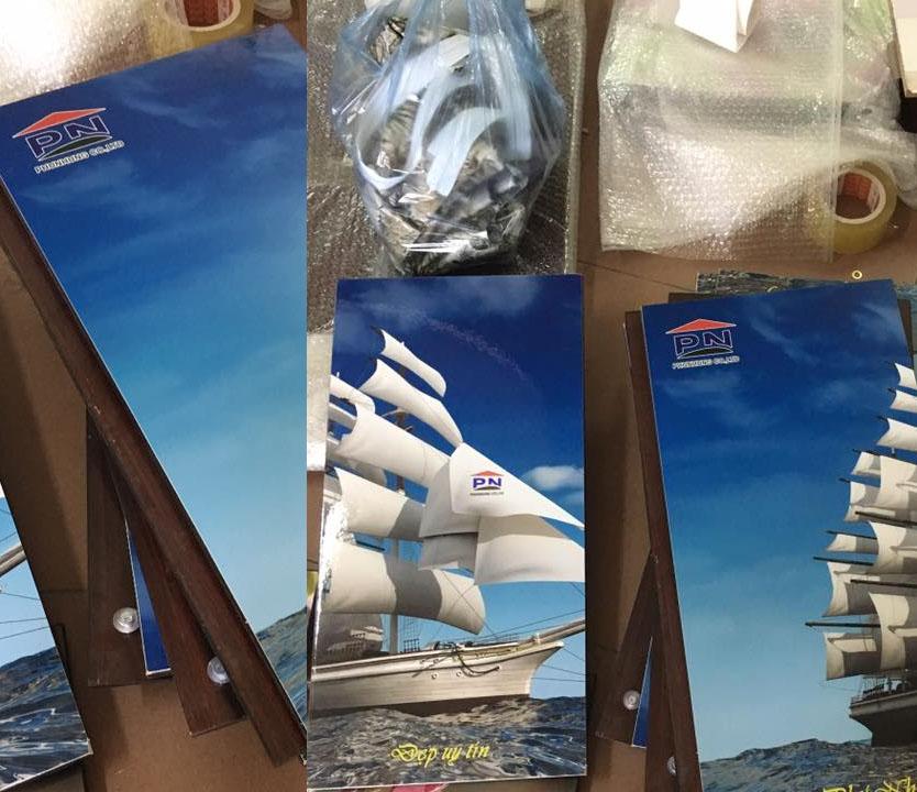 Đơn đặt hàng quà tặng của công ty tại xưởng tranh Amia