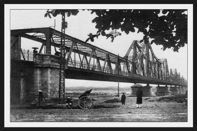 Tranh Hà Nội đen trắng cầu Long Biên