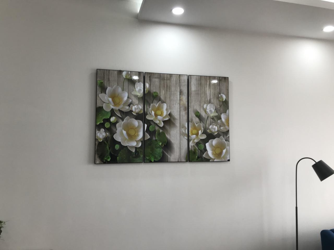 Tranh sen hợp trang trí trên nền tường trắng hoặc ghi xám