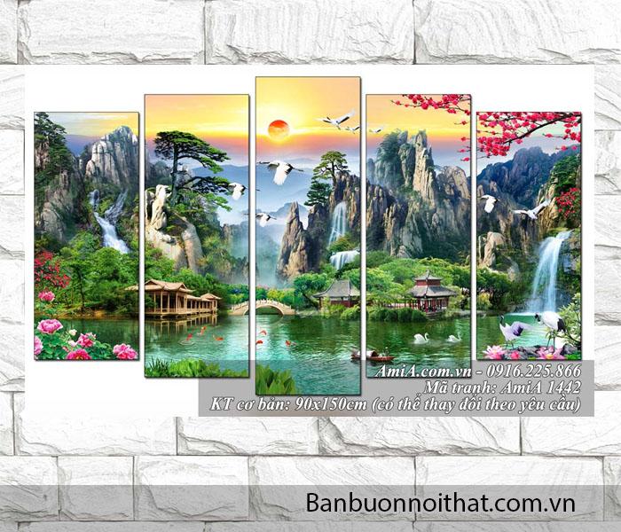 Một bức tranh phong cảnh , phong thủy khác khiến khách đến chơi nhà cảm giác lạc vào thế giới nên thơ của chủ nhân
