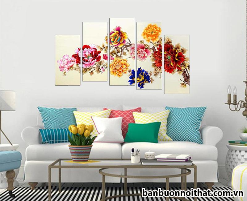 Màu sắc chuẩn sang và trẻ trung với tranh hoa mẫu đơn và gối nội thất nhiêu màu