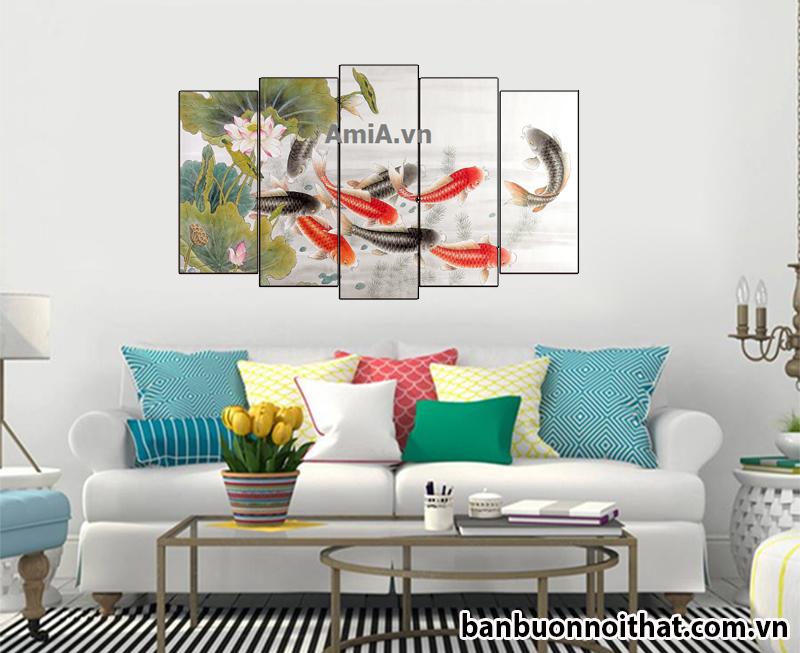 Hình ảnh tranh cửu ngư may mắn được trang trí với nội thất hiện đại