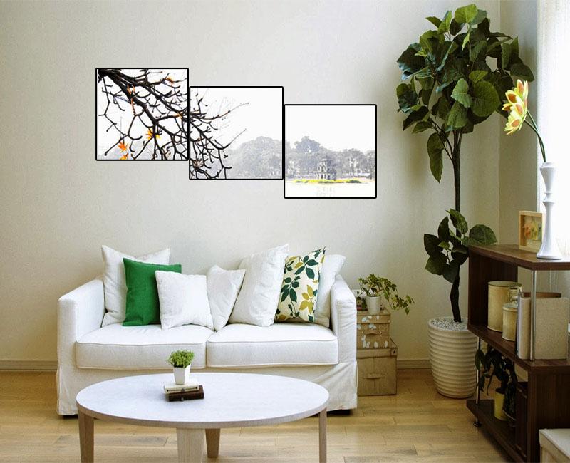 Một góc phòng khách nhỏ trông tinh tế và hoàn thiện hơn với bộ tranh Hà Nội ghép 3 tấm