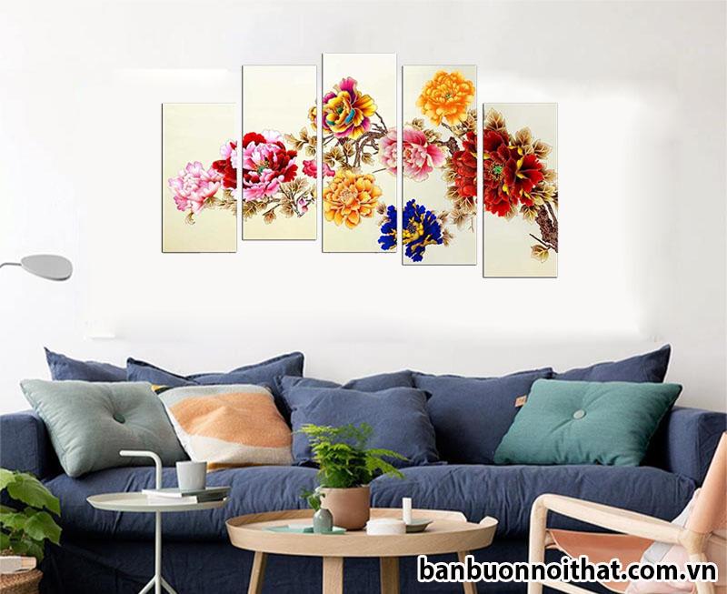 Tranh phong thủy hoa mẫu đơn trang trí căn hộ thiết kế sofa theo phong cách Châu Âu