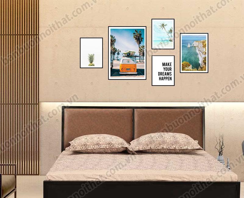 Bộ khung tranh canvas được dùng trang trsi đầu giường ngủ cho tâm trạng thư thái như ở resort