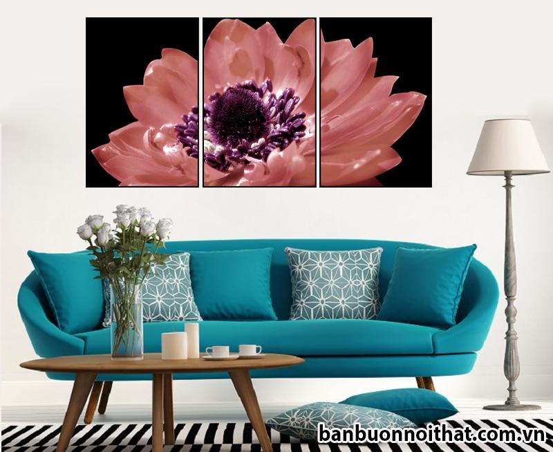 Mẫu tranh Sh01 kiêu sa, tinh tế kết hợp cùng sofa nỉ màu xanh ngọc