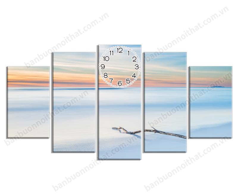 Tranh đồng hồ vẻ đẹp mùa đông ở một thiết kế khác. Tranh hợp trang trí phòng khách hoặc phòng làm việc