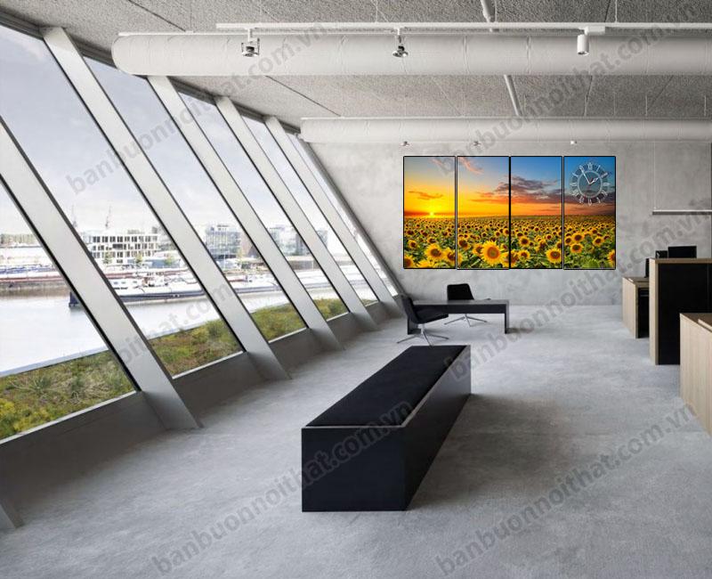 Tranh đồng hồ phong thủy phong cảnh cánh đồng hoa hướng dương không chỉ giúp xem gờ mà còn tạo sức sống mới cho văn phòng