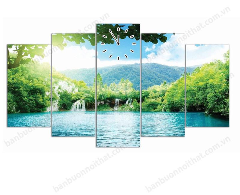 Mẫu tranh đồng hồ thác nước này lại tạo nên cảm giác rất bình yên