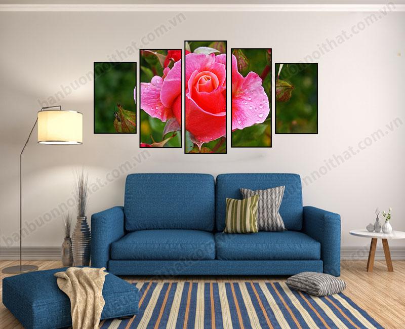 Tranh ghép bộ hoa hồng hiện đại kết hợp cùng văng nỉ nhỏ làm sáng bừng không gian nhà bạn