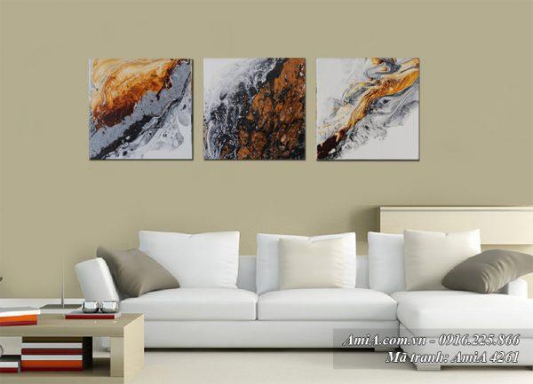 Nên thay tranh mới nếu thấy tranh quá bẩn vì tranh in canvas có giá thành rất rẻ