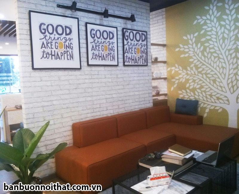 Bộ tranh canvas trang trí cùng với sofa chữ L trong phòng làm việc