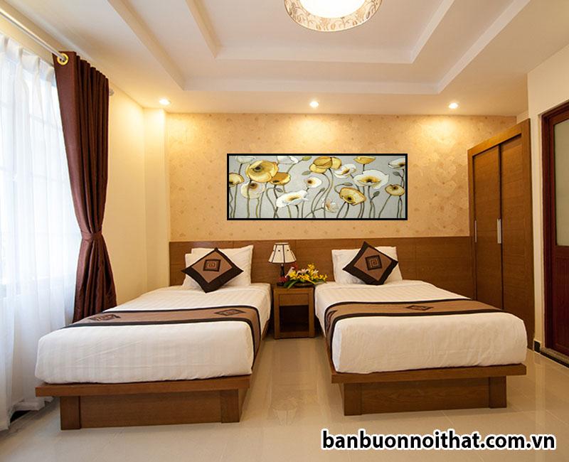 Vì sự tương đồng giữa phòng khách sạn và phòng ngủ nên tranh hoa Poppy cũng có thể dùng để trang trí không gian riêng
