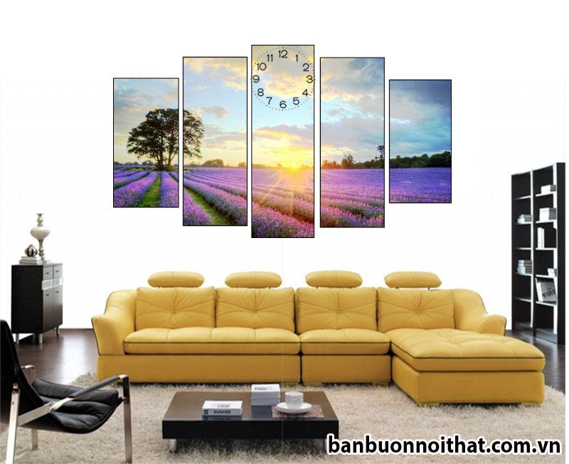 Tranh đồng hồ đẹp cánh đồng hoa oải hương trang trí cùng sofa da chữ L