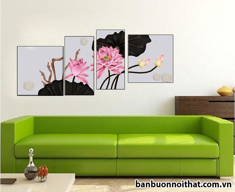 Tranh hoa sen tạo điểm nhấn trang nhã cho bức tường trống