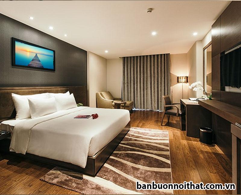 Tranh được dùng để trang trí đầu giường khách sạn tạo nét tinh tế riêng