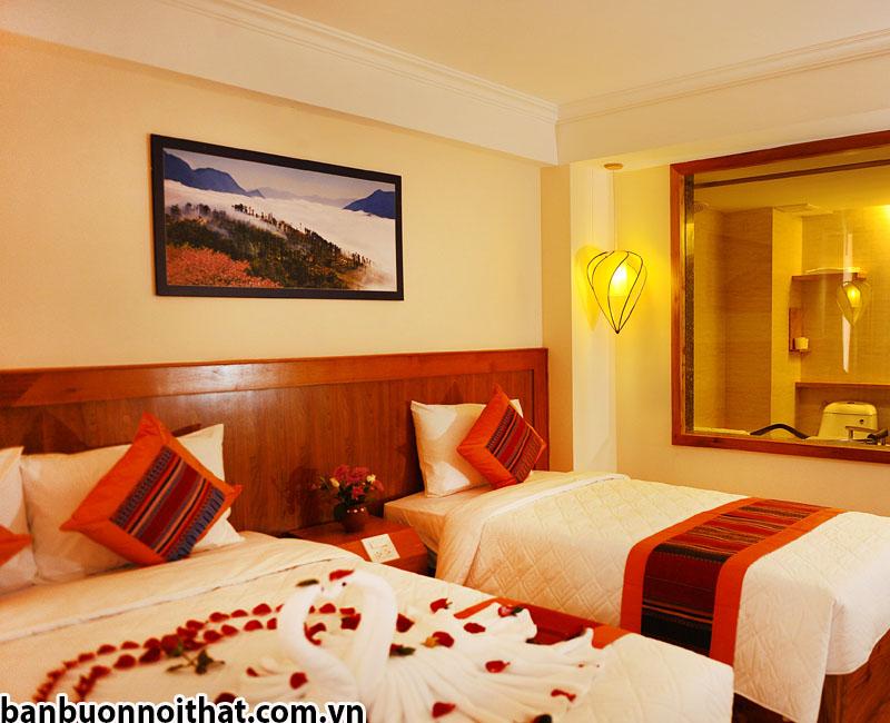 Tranh in ép gỗ hoặc canvas có khung bo trang trí đầu giường