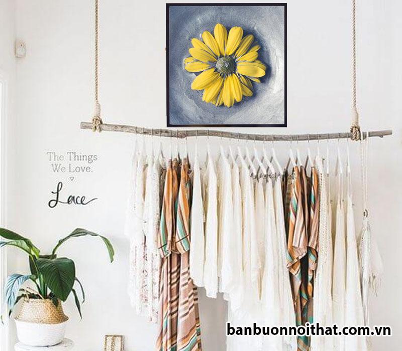 Tranh treo tường hoa cúc hiện đại làm điệu cho shop thời trang bánh bèo