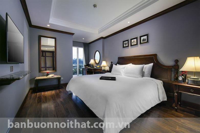 Một không gian phòng khách sạn tại phố cổ với tranh đen trắng Hà Nội xưa rất Hà Nội