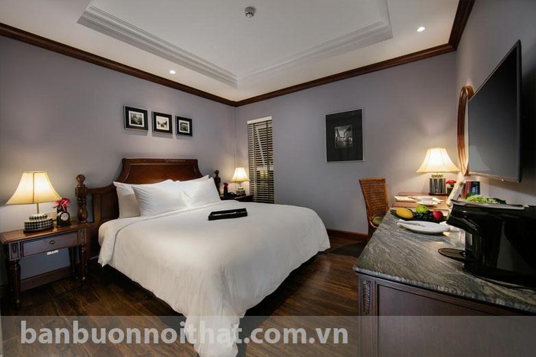 Chỉ 3 khung tranh khổ nhỏ trang trí cùng nội thất hiện đại đã làm nên không gian nghỉ ngơi tuyệt vời cho khách sạn