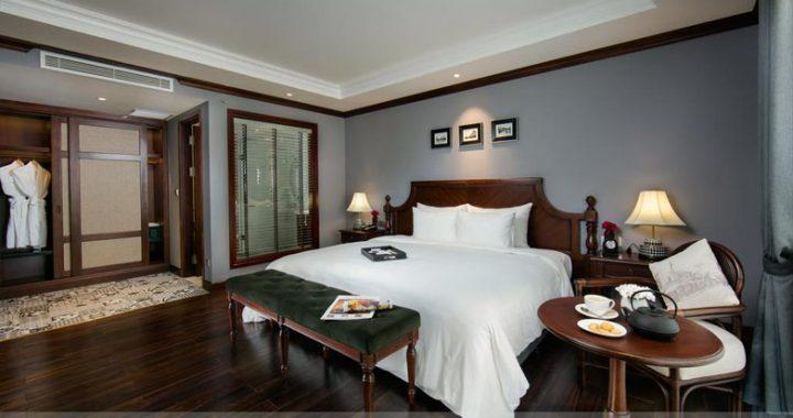 Khung tranh đen trắng Hà Nội xưa trang trí phòng khách sạn