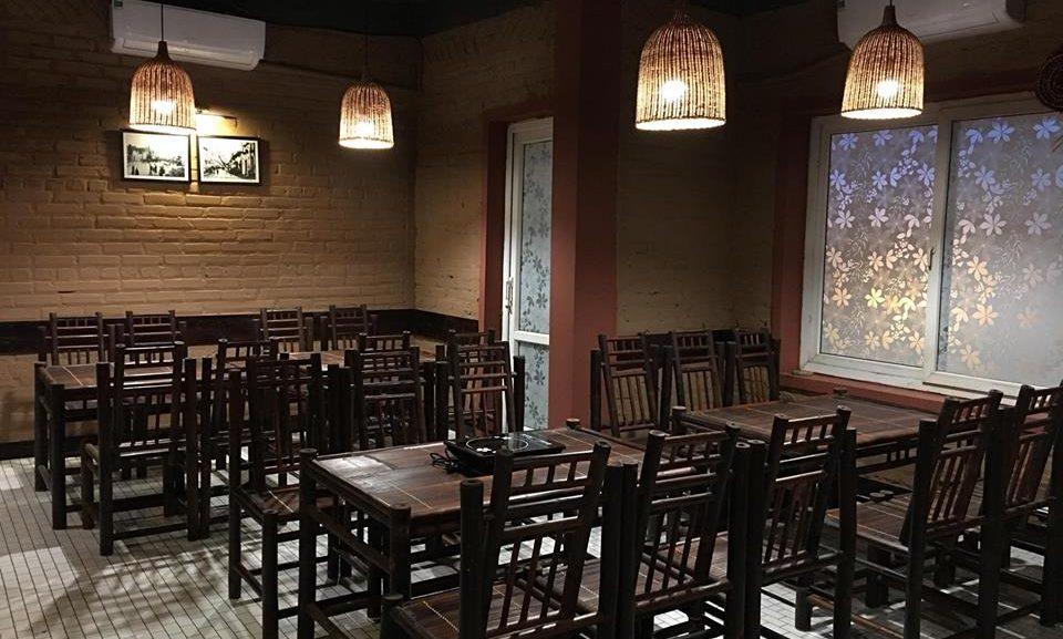 TRanh đen trắng Hà Nội xưa trang trí nhà hàng món dân tộc