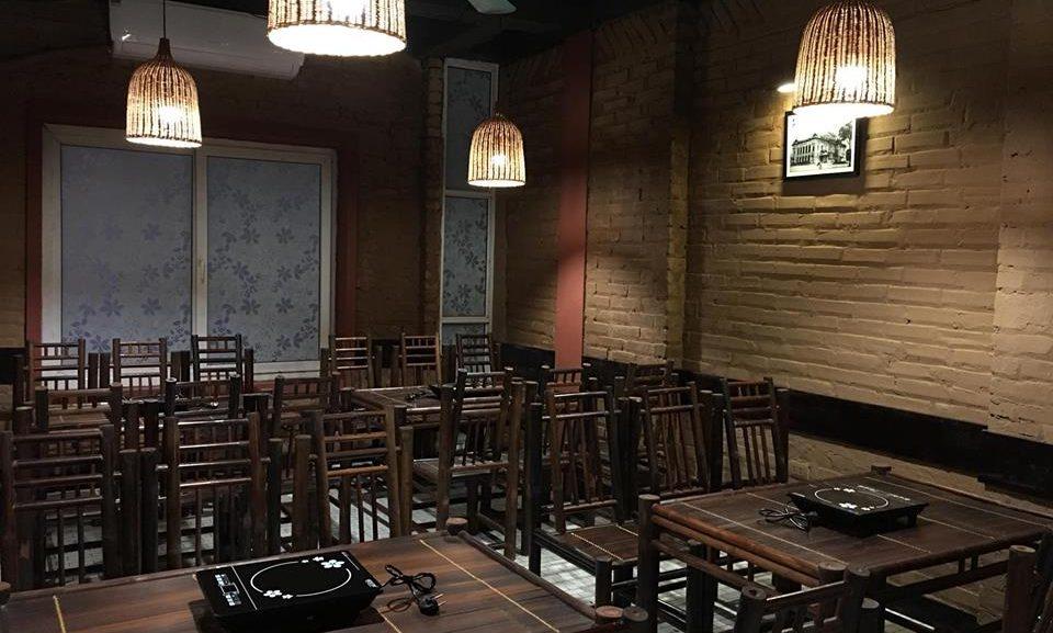 Tranh-đen trắng Hà Nội xưa giúp không gian nhà hàng thêm tinh tế