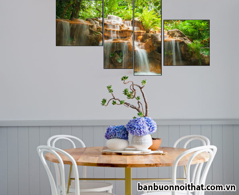 Tranh được dùng để trang trí cùng bàn ăn tròn tinh tế