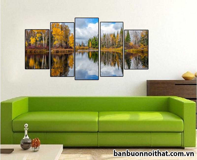 Trang trí phòng khách với tranh đồng hồ phong cảnh mùa thu Châu Âu.