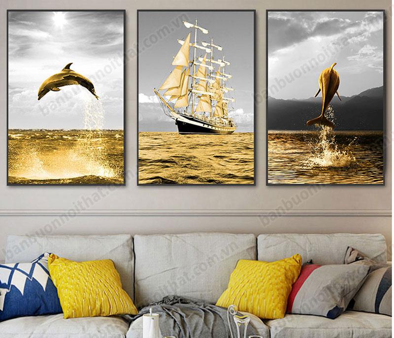Tranh canvas cánh buồm vàng trang trsi sau ghế sofa