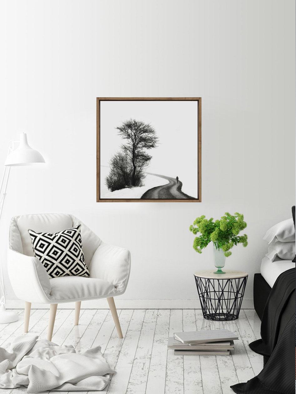 Tranh canvas nghệ thuật đen trắng con đường mùa đông dùng để trang trí góc đọc sách