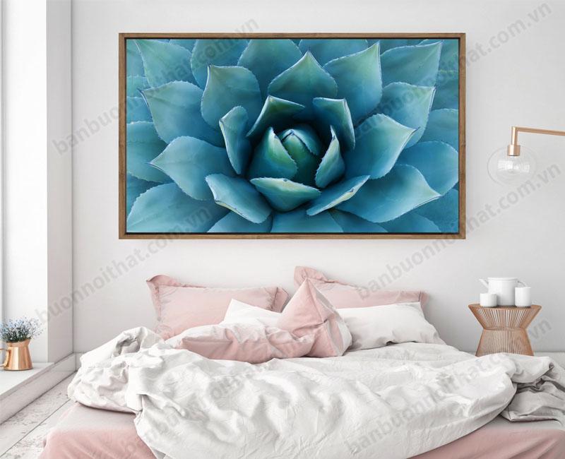 Tranh canvas hoa đá đươc dùng để trang trí đầu giường ngủ cá nhân nữ