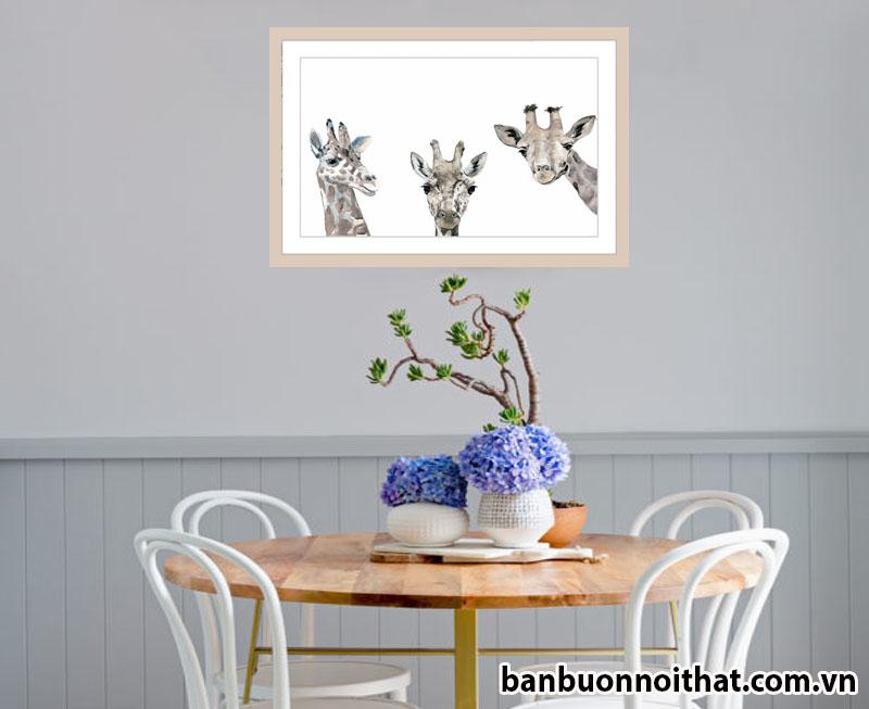 Tranh trang trí cùng bàn ăn phong cách trẻ