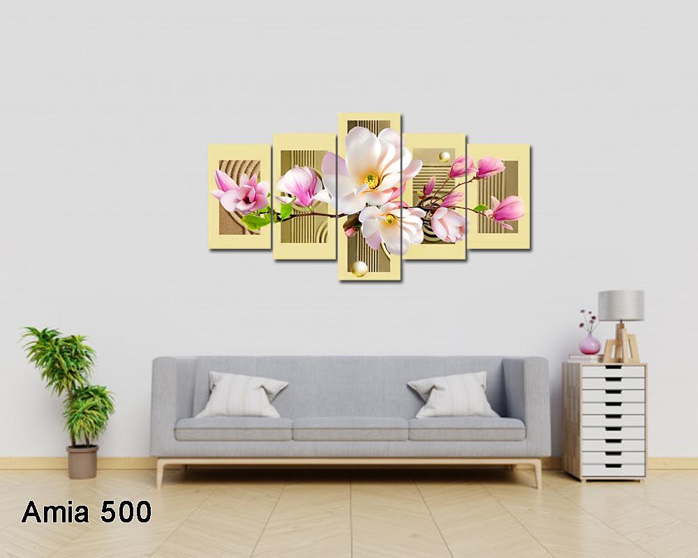 Tranh trang trí trên nền tường và nội thất sáng màu, có trang trsi thêm cây xanh cho không gian thêm sống động