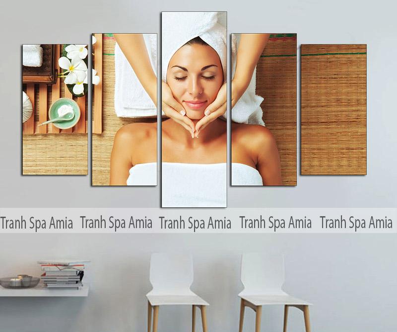 Tranh Spa cô gái 5 tấm massage mặt vẻ đẹp thư thái thoải mái. Tranh có kích thước 90x150cm phù hợp trang trí tường 3.5m đổ lại